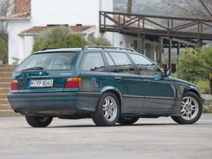 Photo of BMW 328i Touring E36