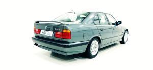 Photo of BMW 535i E34
