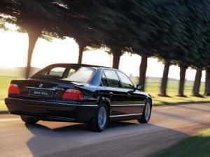 Photo of BMW 750i E38