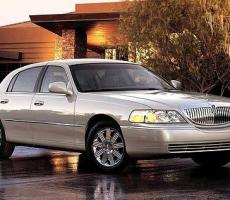Picture of Lincoln Town Car
