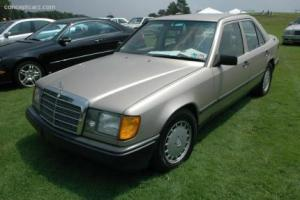 Picture of Mercedes-Benz 260E