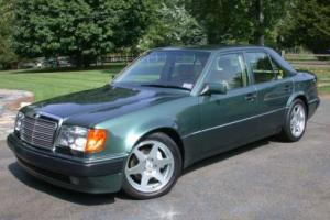 Picture of Mercedes-Benz 500E