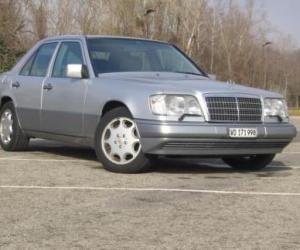 Mercedes Benz 190e 3 2 Amg Vs Mercedes Benz E 420 Fastestlaps Com