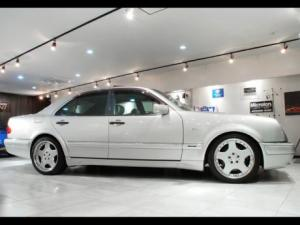 Photo of Mercedes-Benz E60 AMG W210