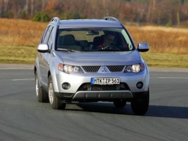 Mitsubishi Outlander 2 2 DI-D laptimes, specs, performance data
