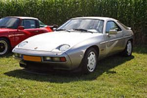 Picture of Porsche 928 S (300 PS)
