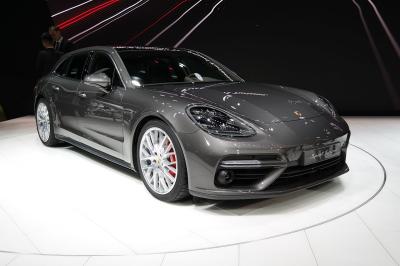 Image of Porsche Panamera 4 E-Hybrid Sport Turismo
